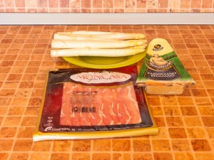 Спаржа, запеченная с беконом и сыром. Ингредиенты
