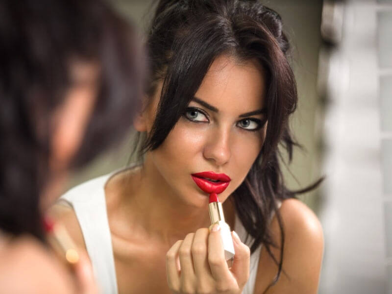 Красивая женщина может быть опасна