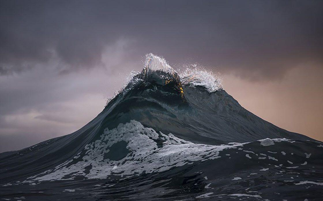 Фотограф превратил волны в горы