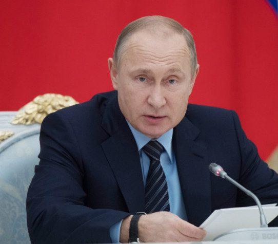 Путин подписал закон о ежемесячных выплатах при рождении первенца