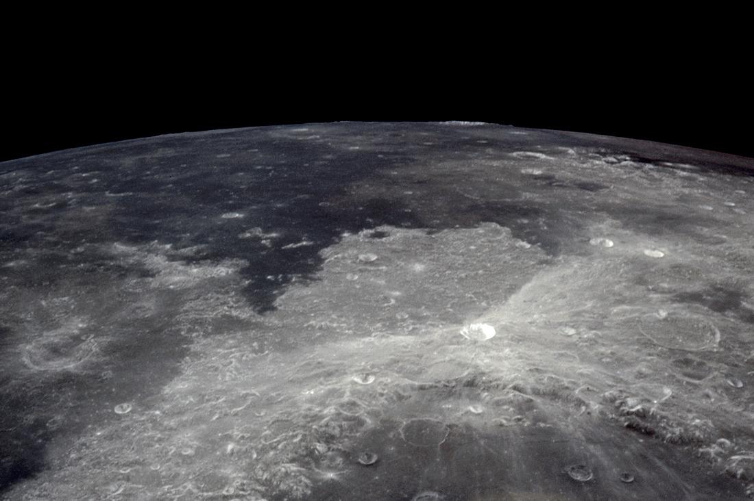 Как лунный кратер стал летающей тарелкой
