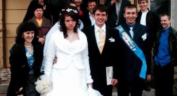 Невесте 27, жениху 28, — два…