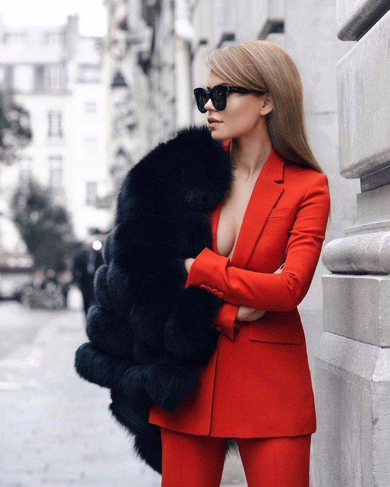 Огненно-красный цвет в одежде: ослепительная мода 2017 года