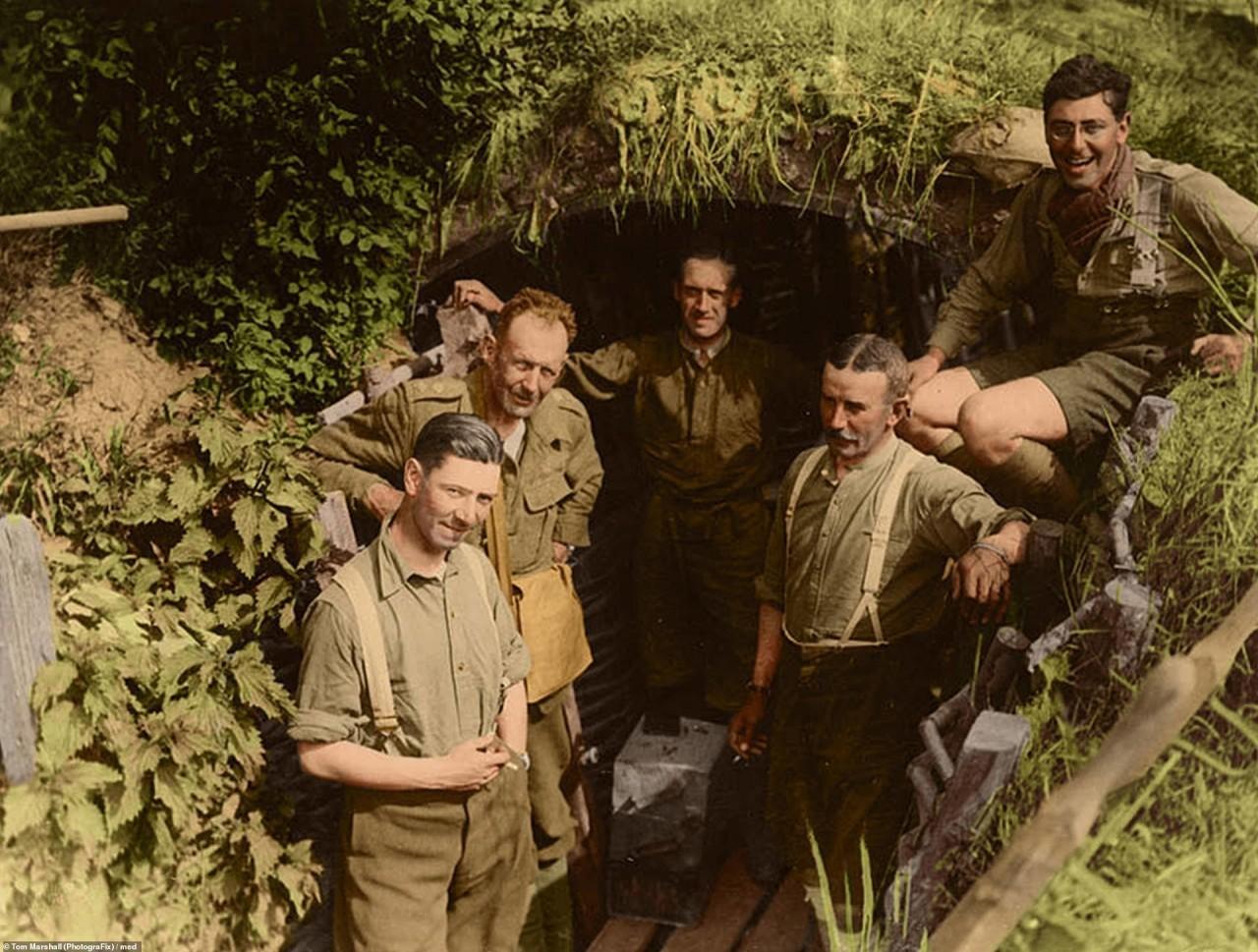 Британские солдаты в немецкой траншее, Месен, Бельгия, 1917 г. архивное фото, колоризация, колоризация фотографий, колоризированные снимки, первая мировая, первая мировая война, фото войны