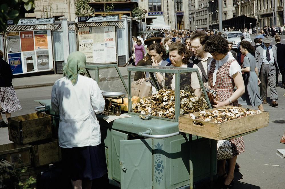 Как торговали в Москве на улицах в 1959-м