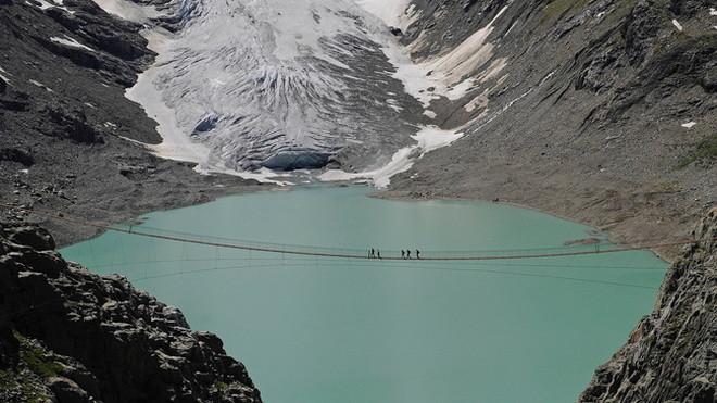 Подвесной мост Трифт в Альпа…