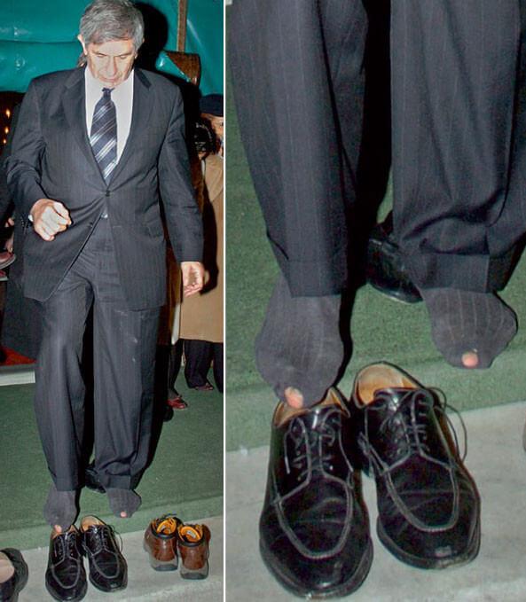 Носки поверх брюк, Задравшаяся юбка и другие конфузы сильных мира сего