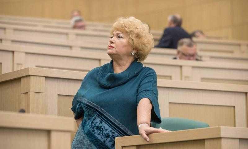 Денег нет: Мать Ксении Собчак потребовала от Совета Федерации денег за автомобиль