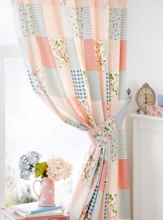 Сделать шторы в стиле пэчворк можно своими руками