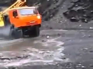 Водитель проехал через свою смерть! Невероятный трюк
