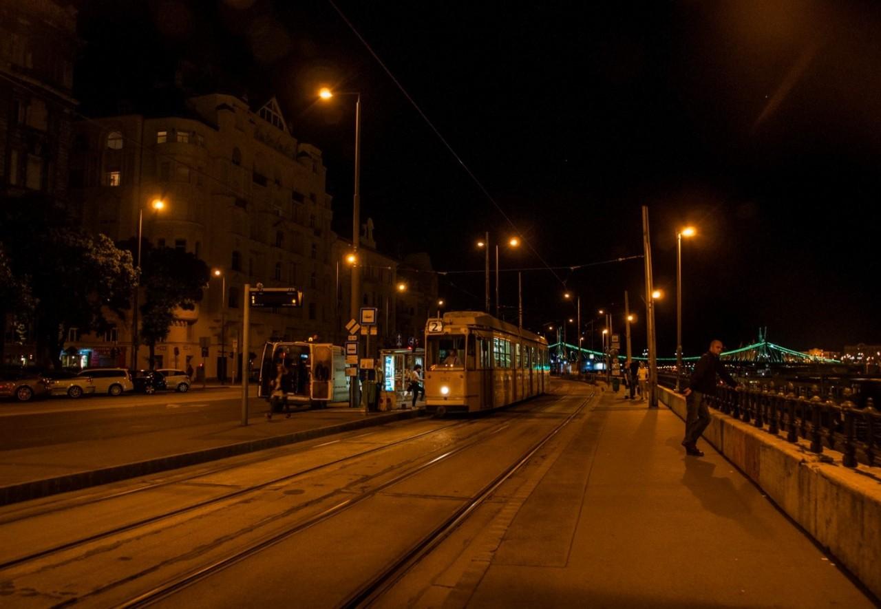 Ночная набережная Будапешта, река Дунай