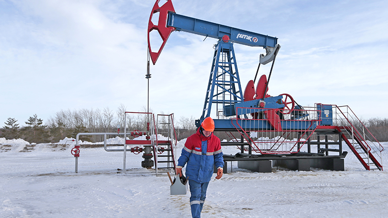 Сокращение добычи нефти принесло в бюджет $9 млрд