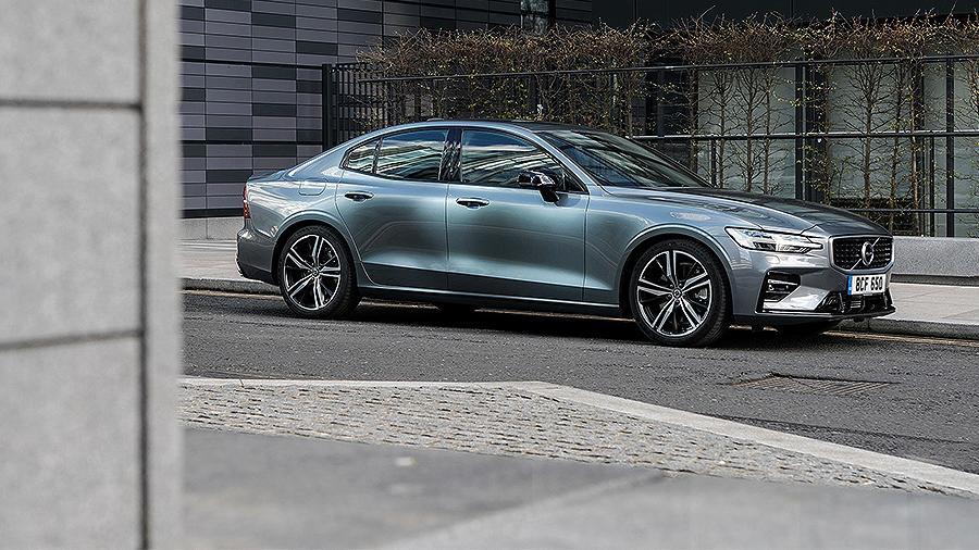 Volvo представила новую версию седана S60 в России