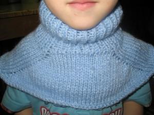 Манишка для мальчика (вязание спицами)