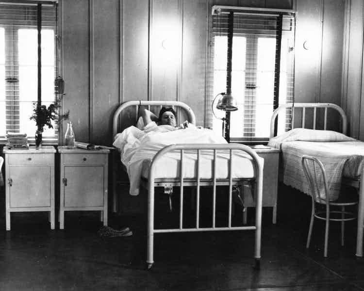 """""""Истерия"""": прописываем длительный постельный режим медицина прошлого, медицинские истории"""