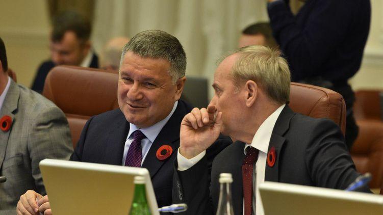 Протесты в помощь: Есть ли шансы у Авакова стать новым премьер-министром Украины