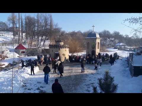 На крещенских купаниях в Кировограде украинские националисты испугались песни про победу России