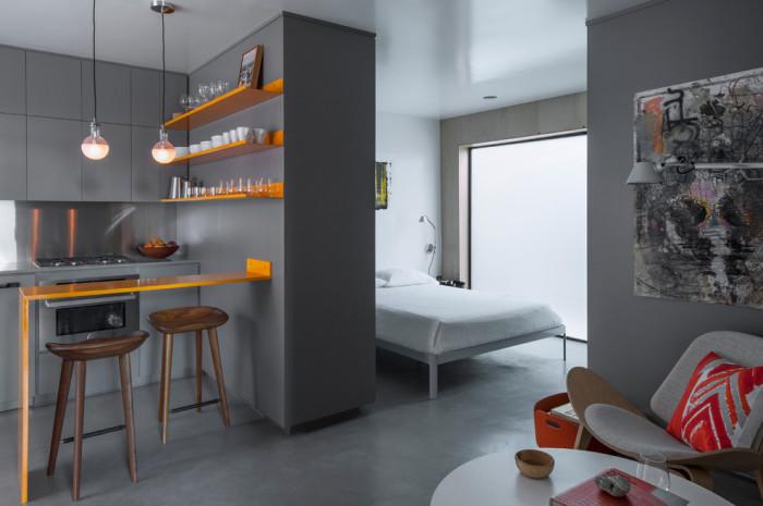 Интерьер с элементами стиля лофт в маленькой квартире.