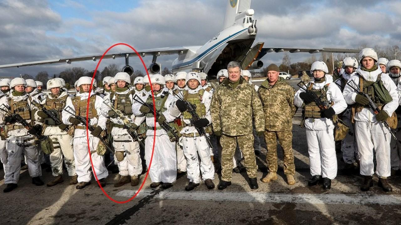 «Думал, что пират»: десантник извинился за фото с Порошенко с шевроном СС