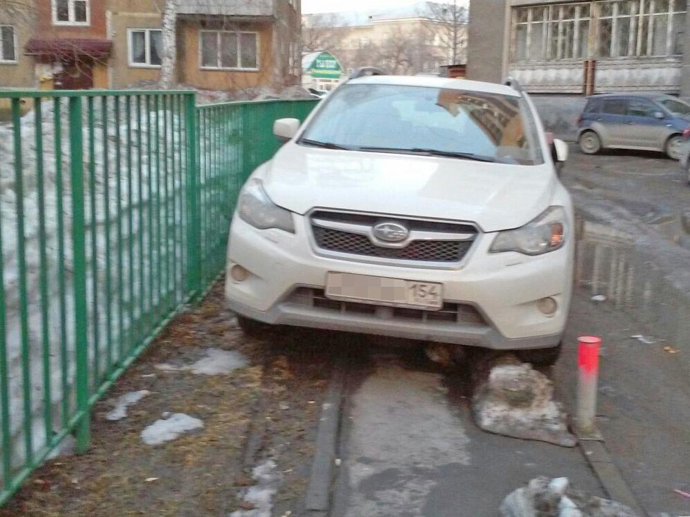 Любитель парковаться на тротуарах