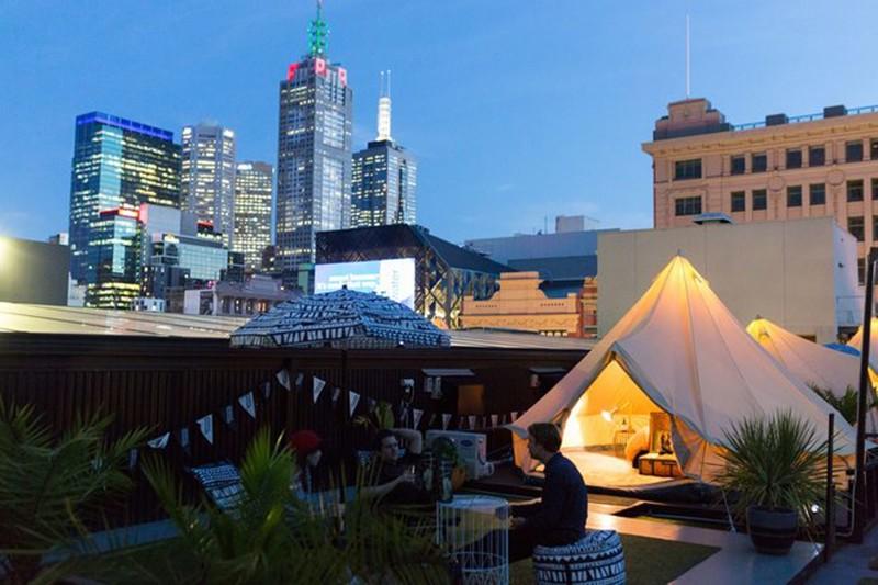 Отель с палатками на крыше - St Jerome's Hotel, Мельбурн, Виктория австралия, доказательство, животные, мир, природа, туризм, фотография