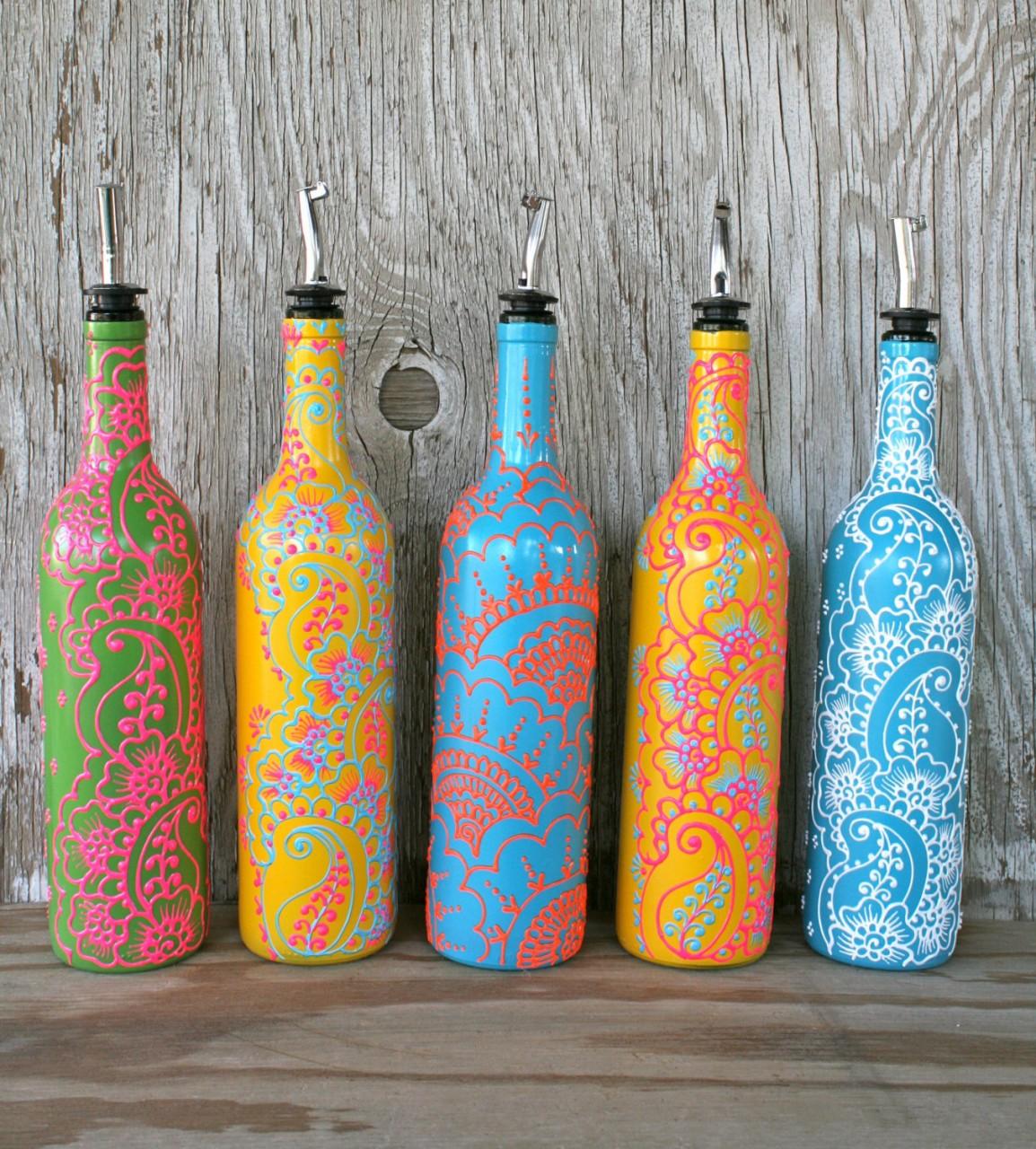 Яркие бутылки в стиле бохо