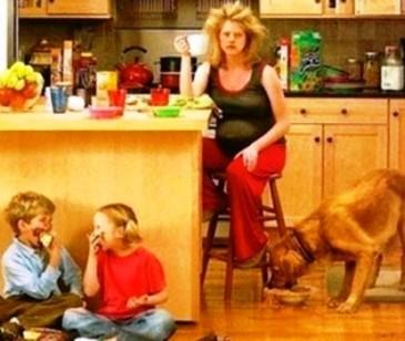 """К вопросу о том, чем занимается женщина, которая """"дома сидит и ничего не делает"""""""