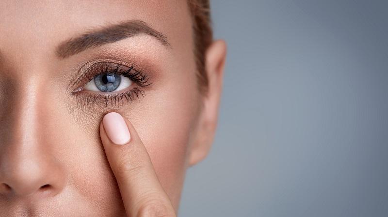 Вот как омолодить зону вокруг глаз