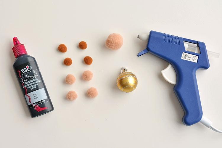 Очень необычная и очаровательная новогодняя игрушка, которая украсит Вашу елочку