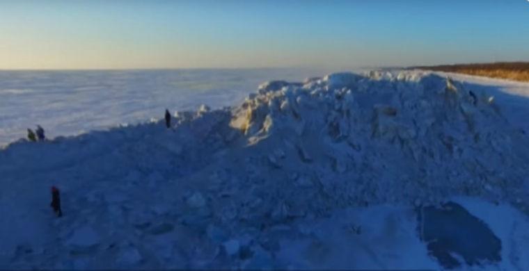 На границе России и Китая выросла ледяная стена