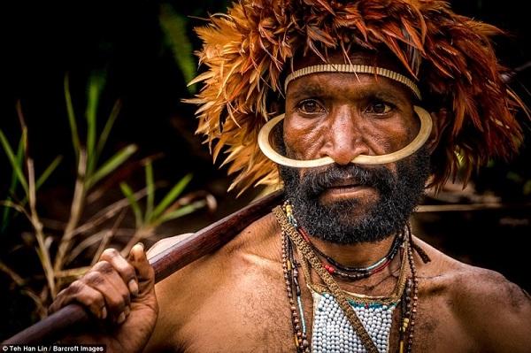 Таинственное племя до сих пор живет по первобытным законам.