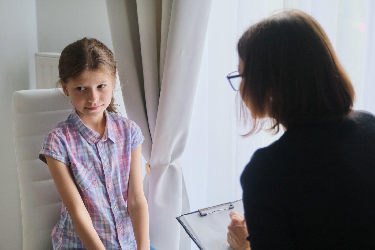 Из-за безграмотности относительно прав психологи ведут с детьми беседы и пишут отчёты об их психологическом состоянии без согласия родителей.