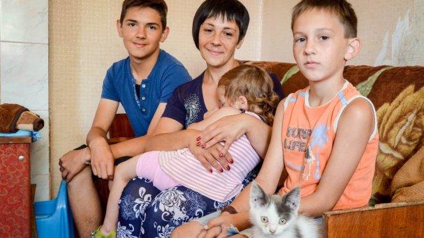 Люди перестали быть людьми: семья с окраины Донецка рассказала страшную историю жизни под обстрелами