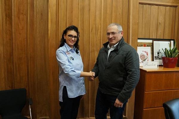 В бегах от уголовных дел. К Ходорковскому. История про дочку «друга Путина»