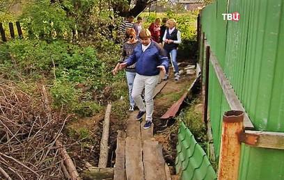 В Рязанской области единственную дорогу в село перегородили забором