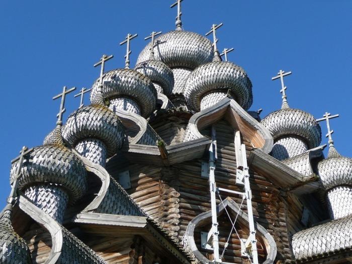 Купола Преображенской церкви.
