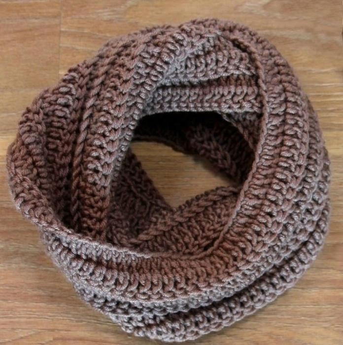 Оригинальный мужской шарф-снуд крючком