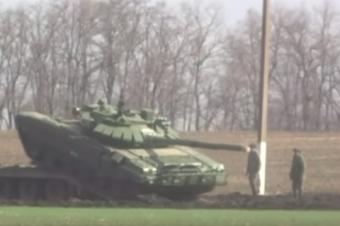 «Reuters»: «десятки российских танков движутся к Украине» (видео)