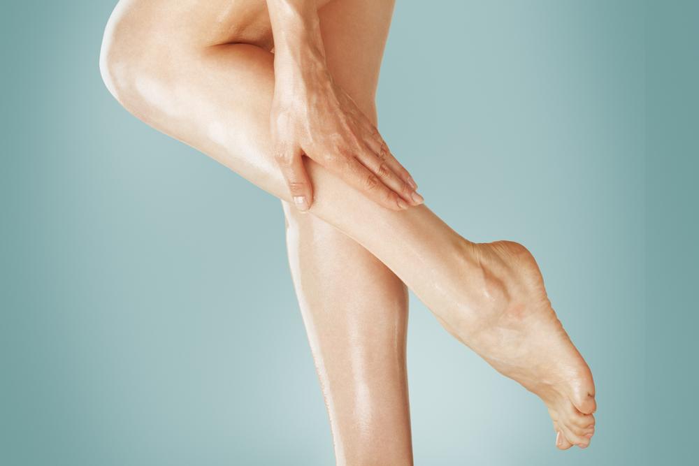 Опухают ноги: причины, связь с болезнями и норма, как лечить, когда опасно
