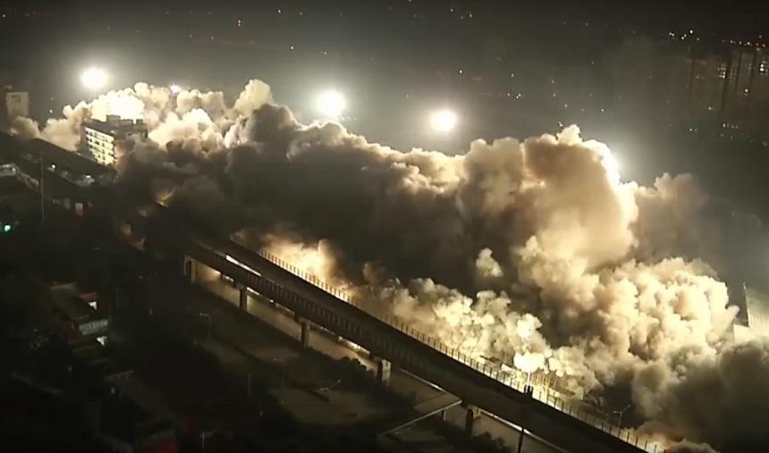 Пять тонн тротила против 19 домов: эффектное видео подрыва целого квартала в Китае