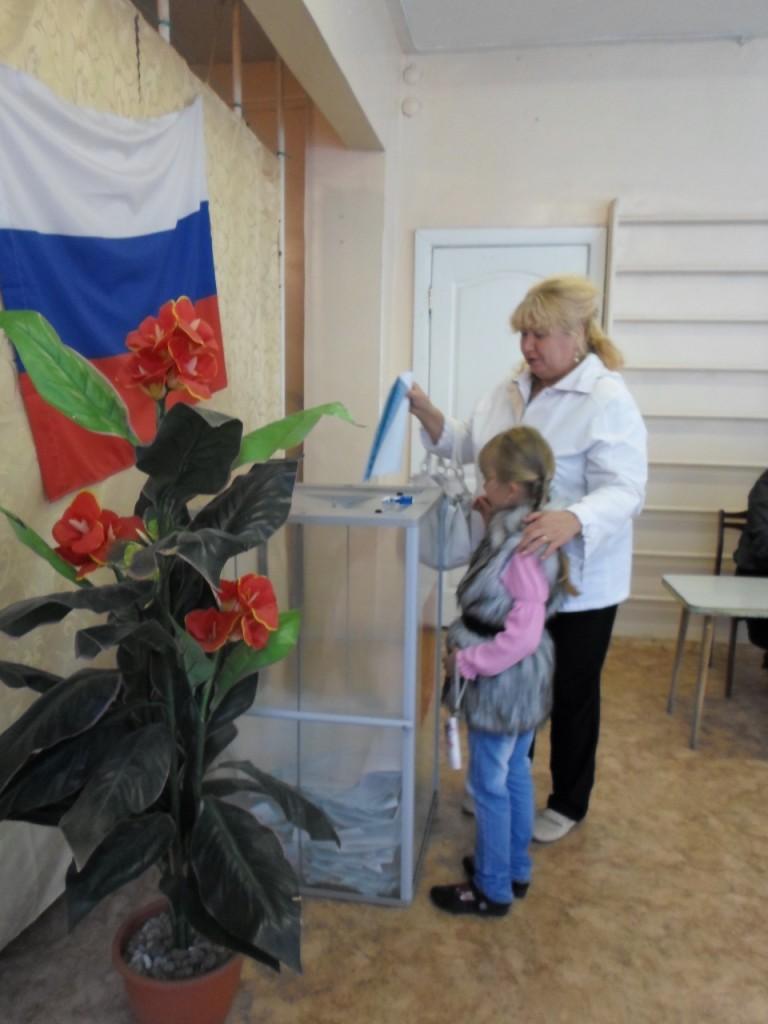 """Избиратели. Участок № 606 в детсаду """"Колокольчик""""."""