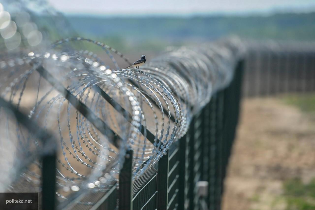 Строительство стены на границе США и Мексики начнется с опережением