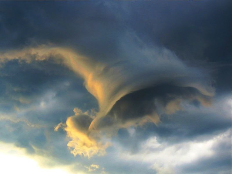 Фотограф сделал кадр необычного облака-воронки в Рио-де-Жанейро