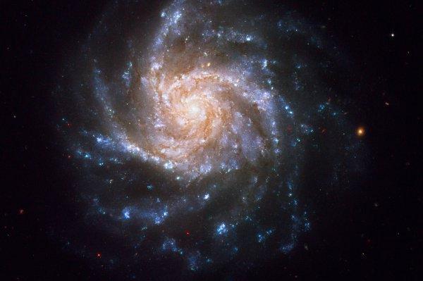 Галактика в виде «снежинки»