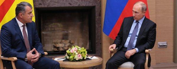 Ново-Огарево: Путин принял с визитом президента Южной Осетии