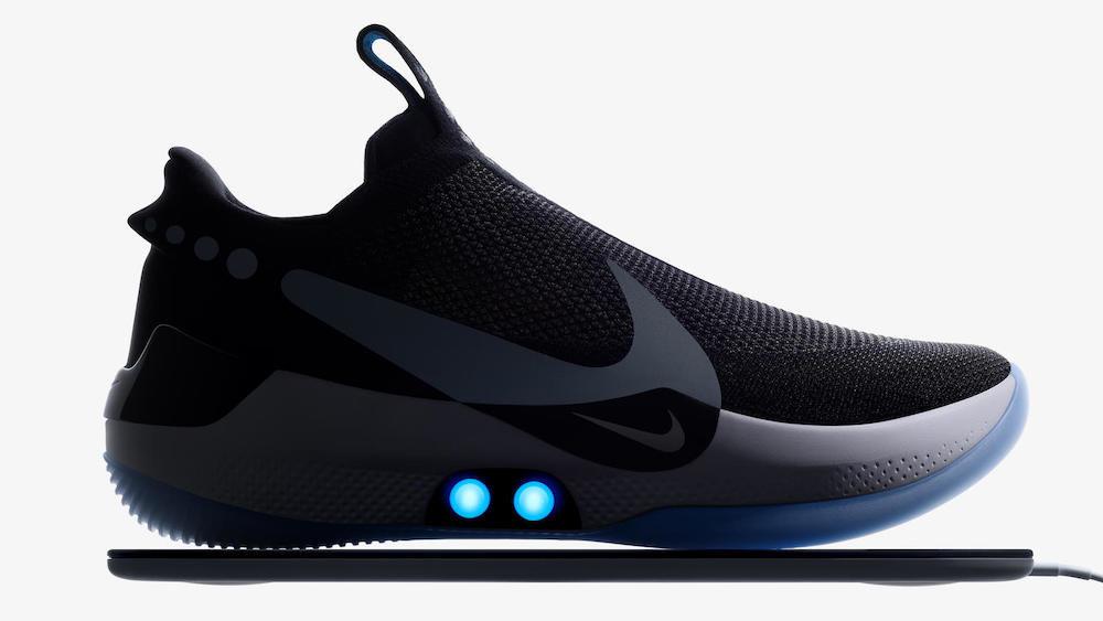 Nike выпустила кроссовки с управлением шнуровкой через смартфон