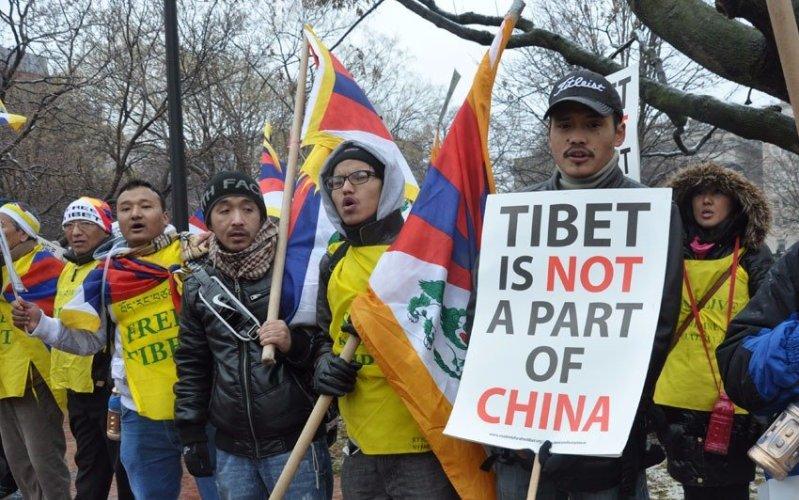 ТибетГоды существования: с 1912 по 1951 гг.В истории Тибета, насчитывающей несколько тысяч лет, 1912 год – дата знаменательная. Именно тогда Далай-Лама XIII объявил о независимости Тибета от Китая и провозгласил независимое Тибетское государство. В 1951 году китайские войска вторглись в Тибет и оккупировалиего. В 1959 году вспыхнуло восстание, направленное против китайских захватчиков, но оно было быстро подавлено. Тибетцы призывают к независимости по сей день, и у них имеется множество сторонников среди мировых политиков и известных деятелей науки и искусства.