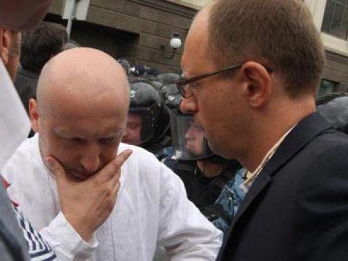 Яценюка и Турчинова освистали и опозорили в Киеве