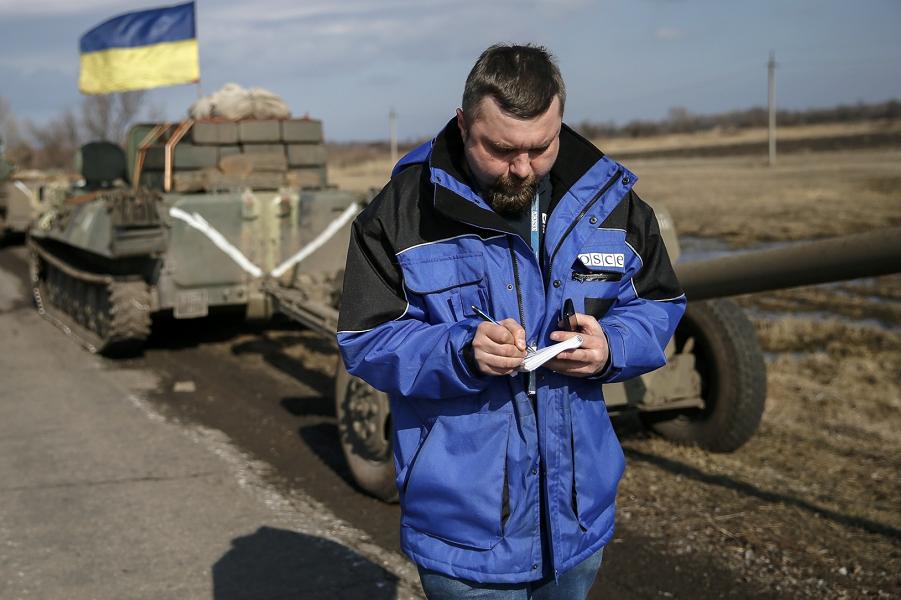 Порошенко подписал, Песков и Лавров прокомментировали
