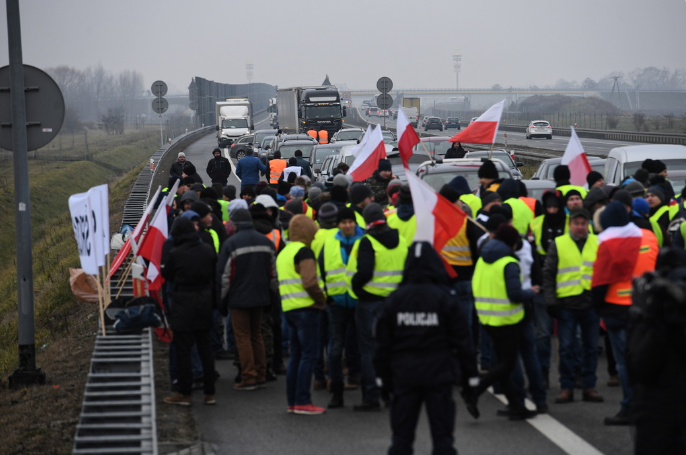 Желтые жилеты в Польше заблокировали важную дорогу и потребовали пошлин на украинские товары